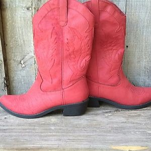 $3/20 Rampage Red Western Boots